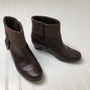 Clark's bendables brown leather bootie size 8.5